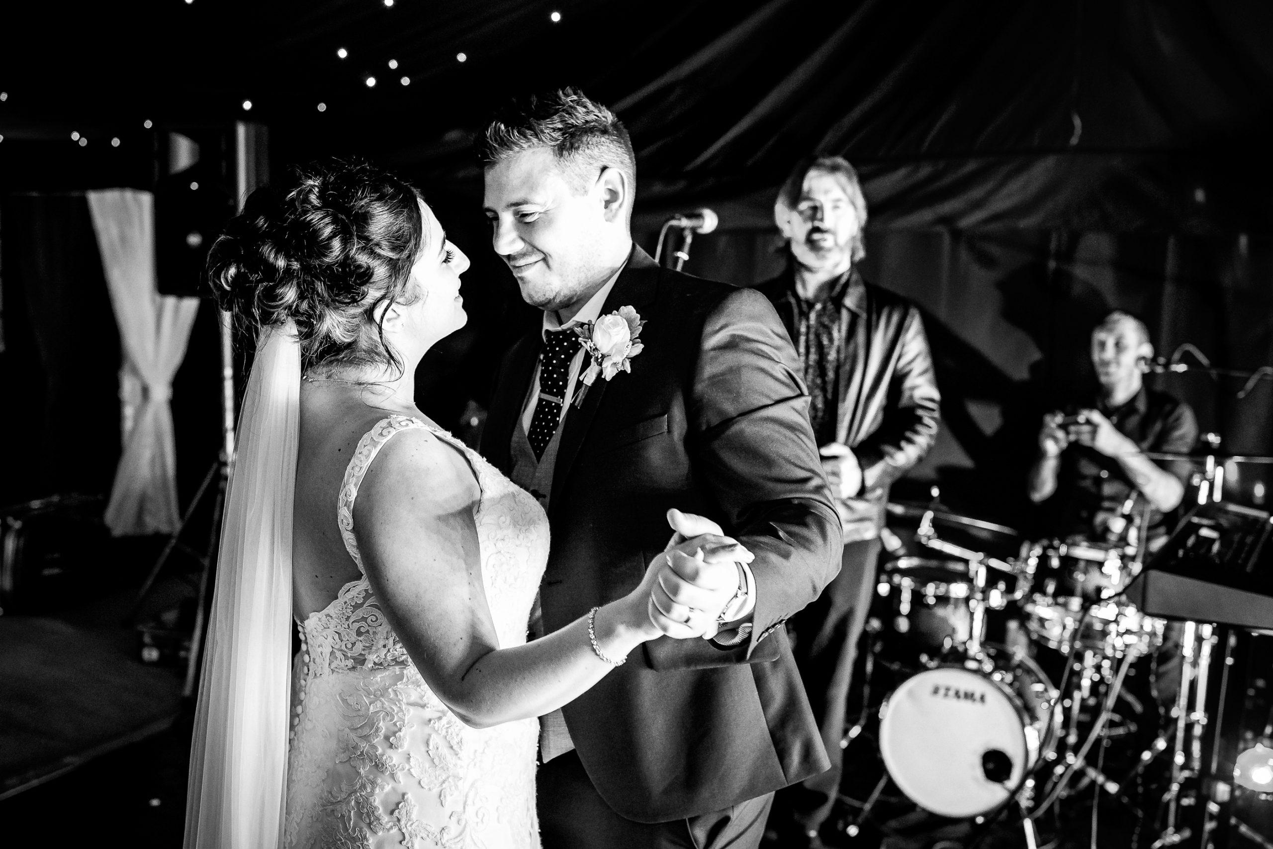 Tros-Yr-Afon-Wedding-Photographer-031